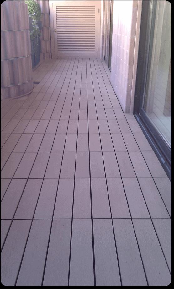 Baldosas de madera compuesta para terrazas y jardines for Baldosas para terraza baratas