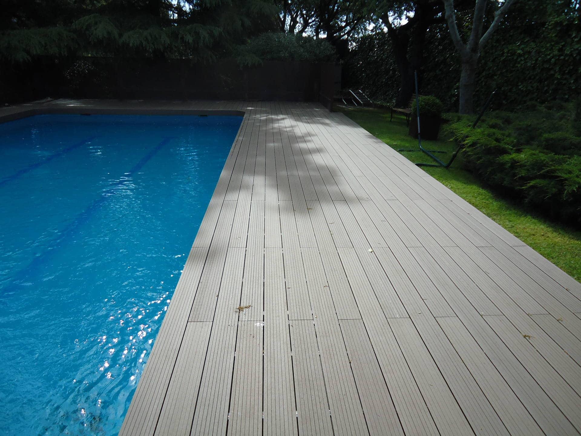 Tarimas y baldosas para exterior en madera sint tica for Piscina composite