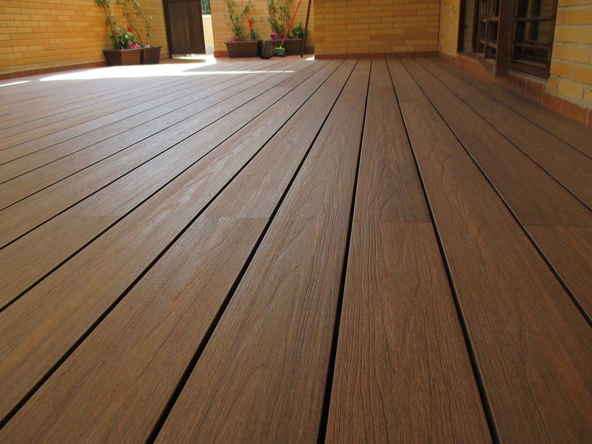 Tarimas y baldosas para exterior en madera sint tica - Tarima para exterior ...